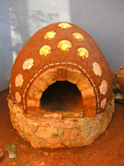 Earth bread cob oven by the sea for How to make a cob oven