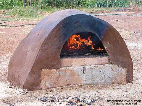 Picture of Tony's first adobe wood burning oven.