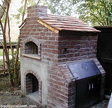 Barbecue and wood oven incorporated