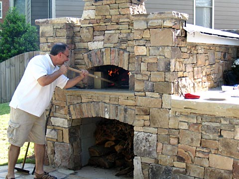 Pizza oven built in atlanta after our favorite fritti for Four a pain construction