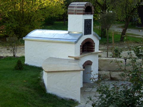 South outdoors oven for cooking pizza, baking bread or roasting.