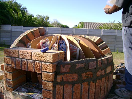 round pizza oven building