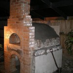 Oven with insulation tiles for floor under fire bricks.