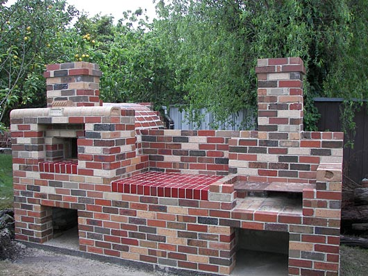Pizza oven and grill combination in outdoor kitchen for Outdoor bbq designs plans