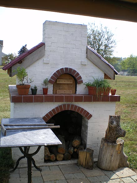 Pizza oven from Xenia, Ohio. Nice sitting, paved ground and surrounding.