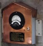 Temperature gauge on oven