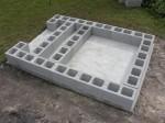 Arrangement of concrete blocks on slab