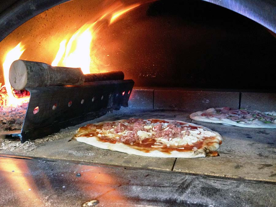 a few tips from grills n ovens on selecting the right pizza oven. Black Bedroom Furniture Sets. Home Design Ideas